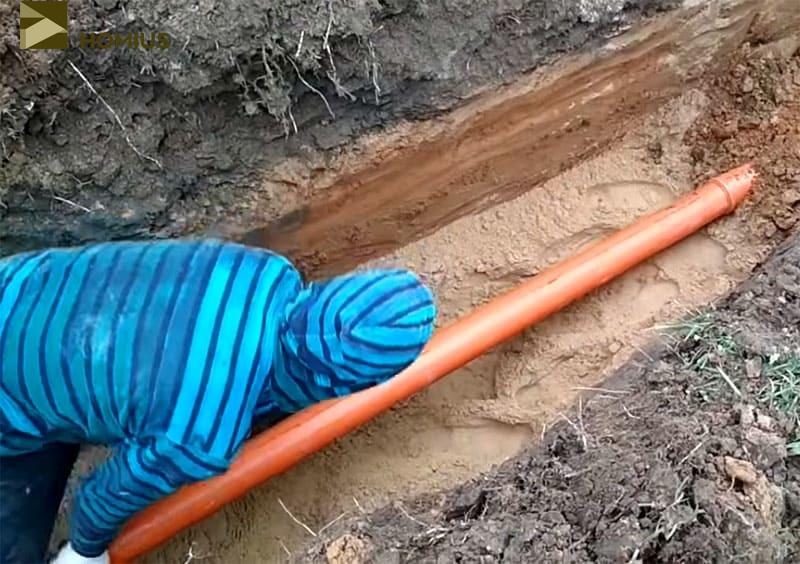 Сборка пластиковых труб труда не составляет, элементы входят один в другой легко, создавая герметичное соединение