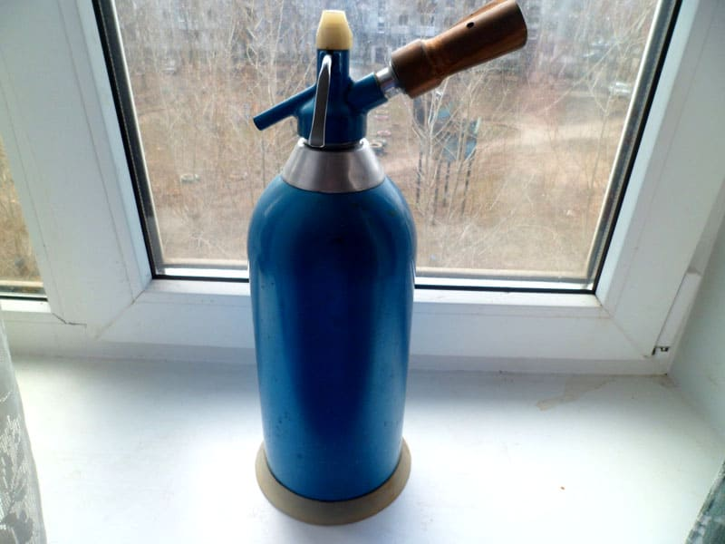Классическая модель для газирования воды имеет проверенный механизм