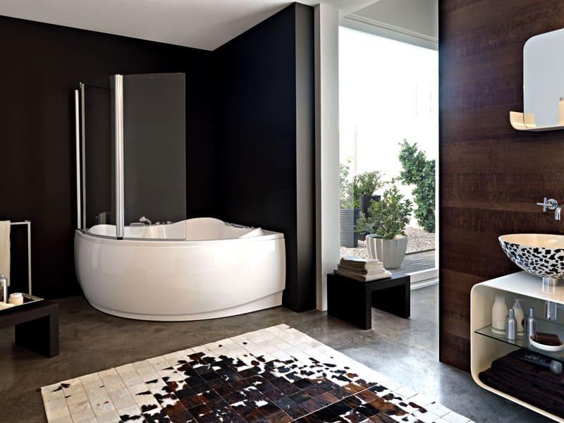 Стекло следует протирать насухо после каждого принятия ванны