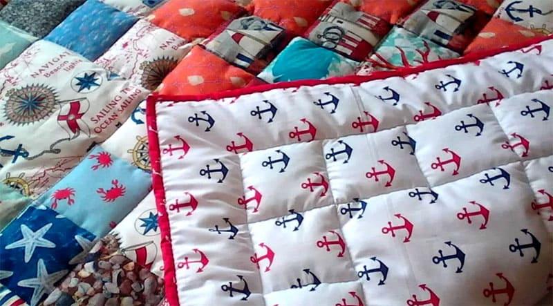 Для одеяла в стиле пэчворк подойдёт любой утеплитель