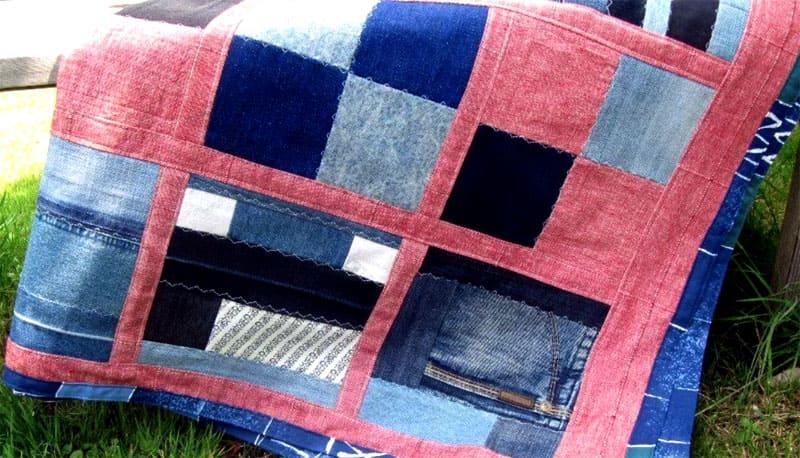 Интересная комбинация из джинсовой ткани разного оттенка