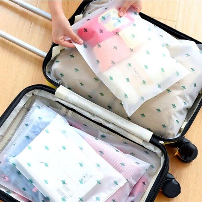 Упаковки могут быть как прозрачными, так и матовыми, снабжены удобным шнурком