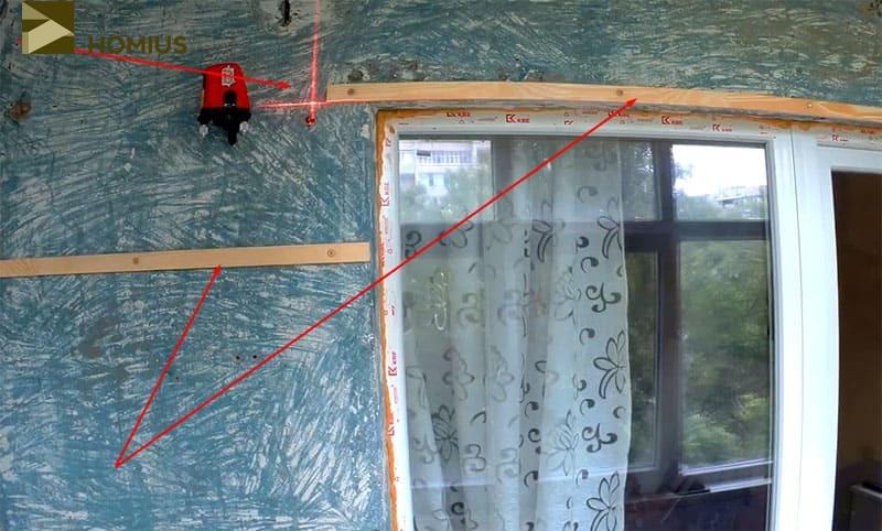 По лазерному уровню были выставлены рейки обрешётки на стене, смежной с квартирой