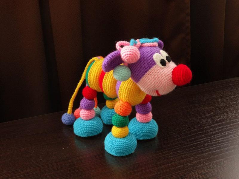 Все игрушки связаны простыми узорами