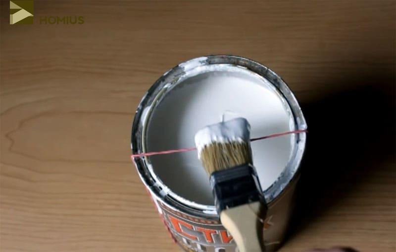 Вот вам и то, обо что можно отжать излишки краски с кисточки