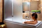 Не отказываете себе в удовольствии принять ванну с комфортом: просто установите штангу для шторы