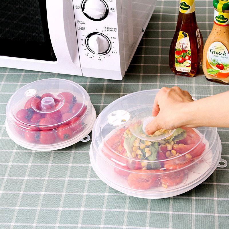 Во время приготовления специальная крышка для продуктов не только защитит слюду от брызг, но и сохранит в чистоте внутреннюю поверхность бытового прибора