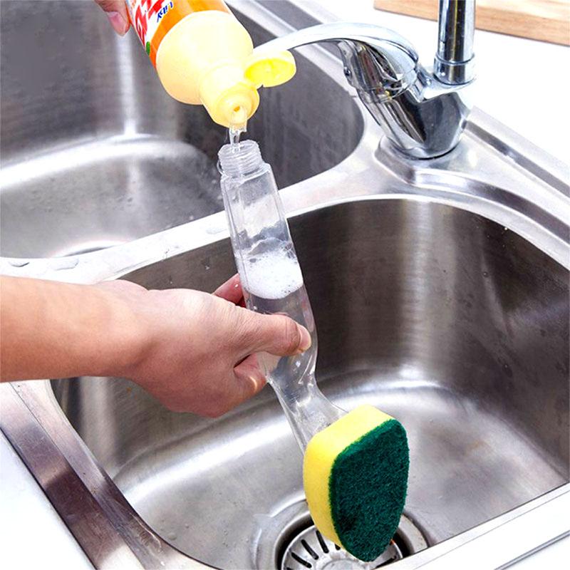 В специальную колбу наливается жидкое средство, и вы сможете просто мыть посуду, не заботясь о наличии моющего вещества