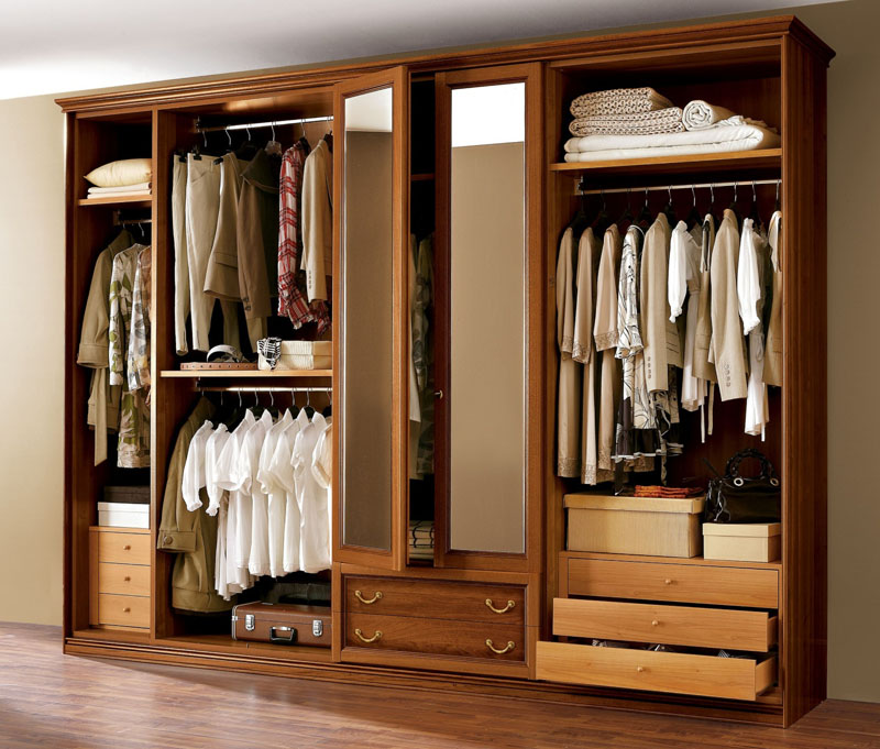 Всегда держите шкаф-купе закрытым, чтобы уменьшить количество пыли на одежде и на полках