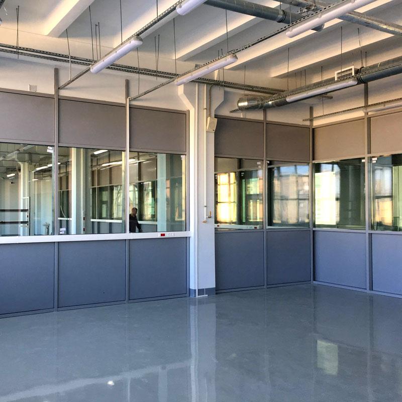 При наличии окон в брандмауэрной внутренней стене они обязательно должны быть из закалённого стекла