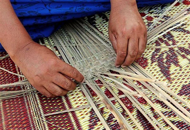 Ручное плетение в шахматном порядке