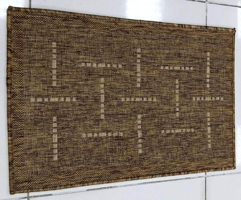 Более практично использовать коврик изо льна в качестве настенного декора