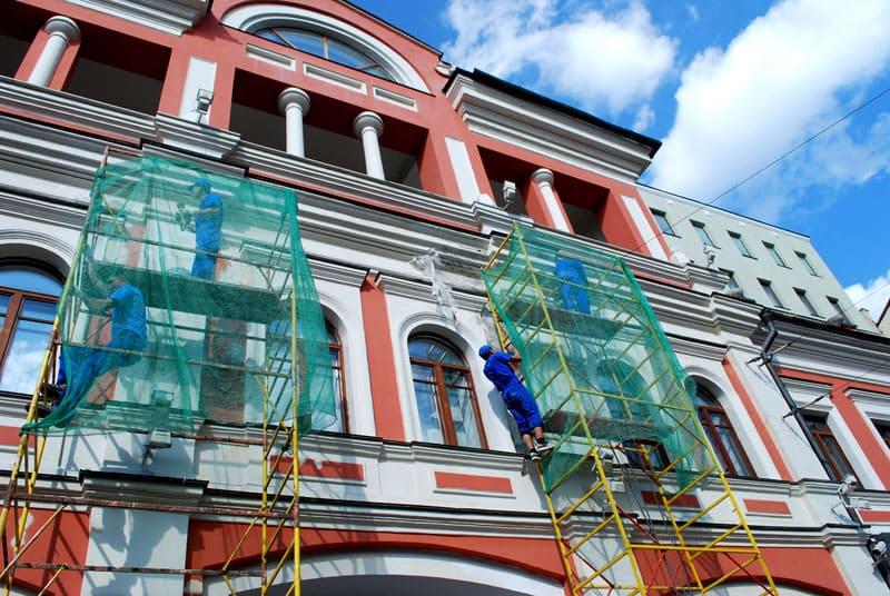 Реконструкция всегда подразумевает проведение целого комплекса работ разной сложности. Простая покраска стен не считается реконструкцией, а снос, восстановление и покраска – да