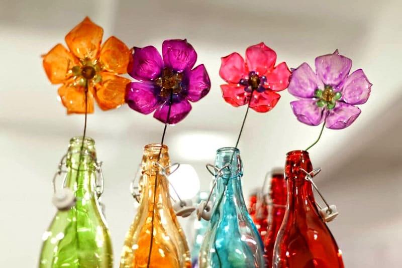 7 способов научиться делать цветы из пластиковых бутылок своими руками