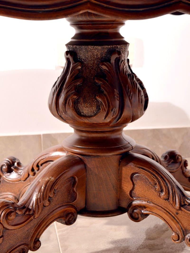 Для классического интерьера отлично подойдут ножки с вырезным орнаментом