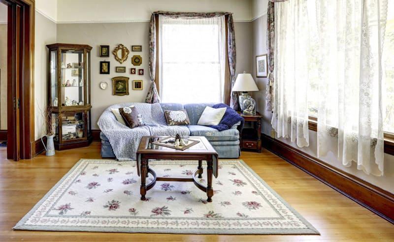 Вид дома будет дорогим, а вот создать такую дизайнерскую обстановку довольно просто