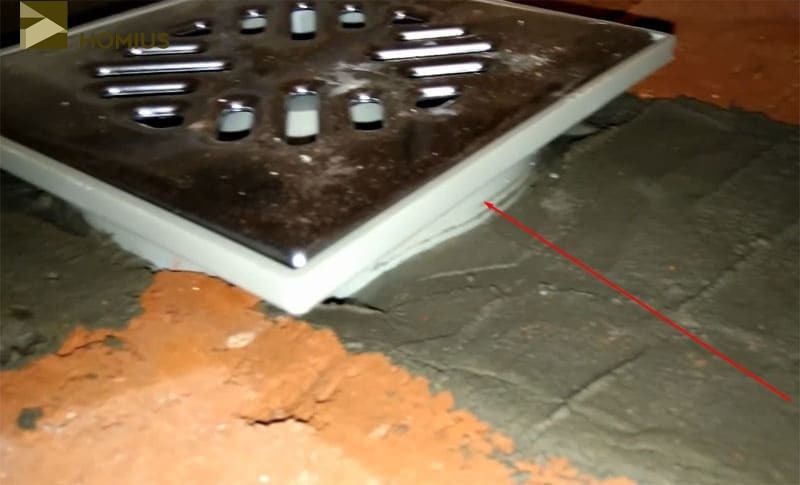 Этот подъём трапа необходим для выравнивания поверхности и слоя плиточного клея