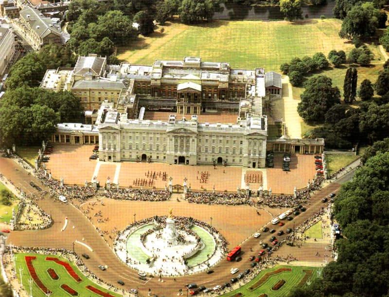 Вид сверху на Букингемский дворец