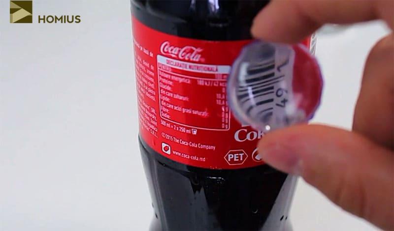 Вот так работает увеличительное стёклышко, сделанное из пластиковой бутылки