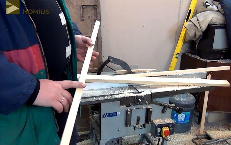 Именно с такой рейки и начинается изготовление складного стула для пикника на природе