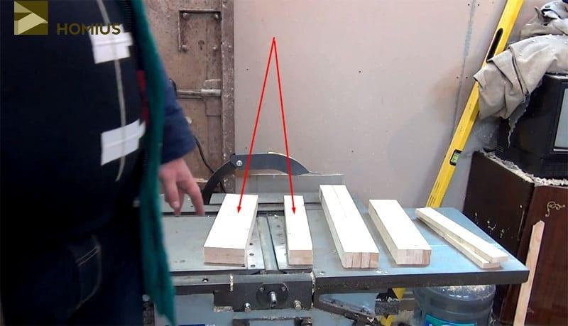 Весь материал для сборки стула готов. Стрелками указаны доски для сиденья