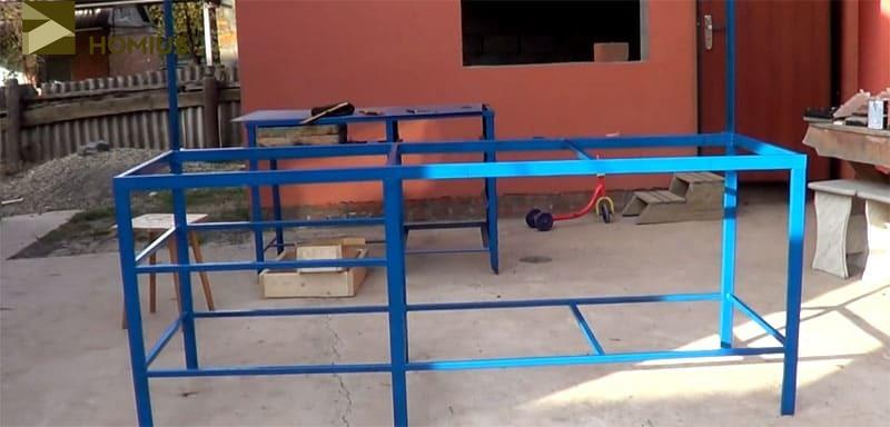 Готовый каркас верстака, окрашенный в синий цвет