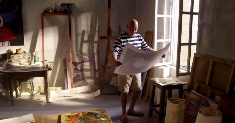 Именно поэтому он лично курировал все этапы работ, подбор и расположение мебели