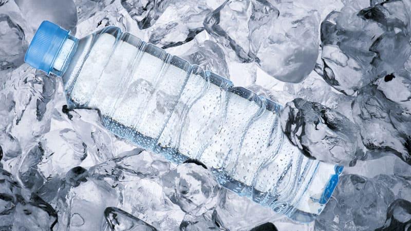 Лёд будет постепенно таять, а вода приобретать комфортную температуру