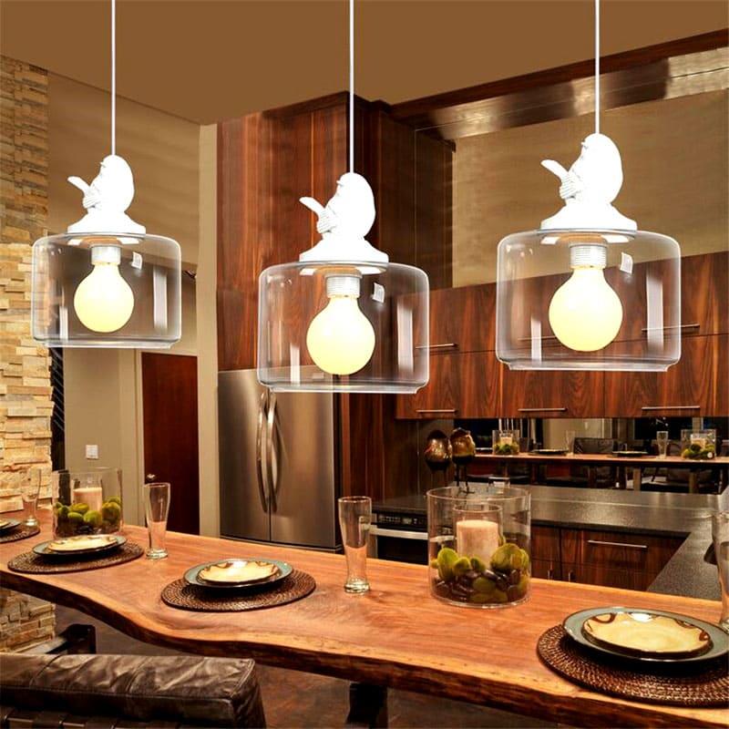 Необычный дизайн подвесной люстры с плафонами из стекла