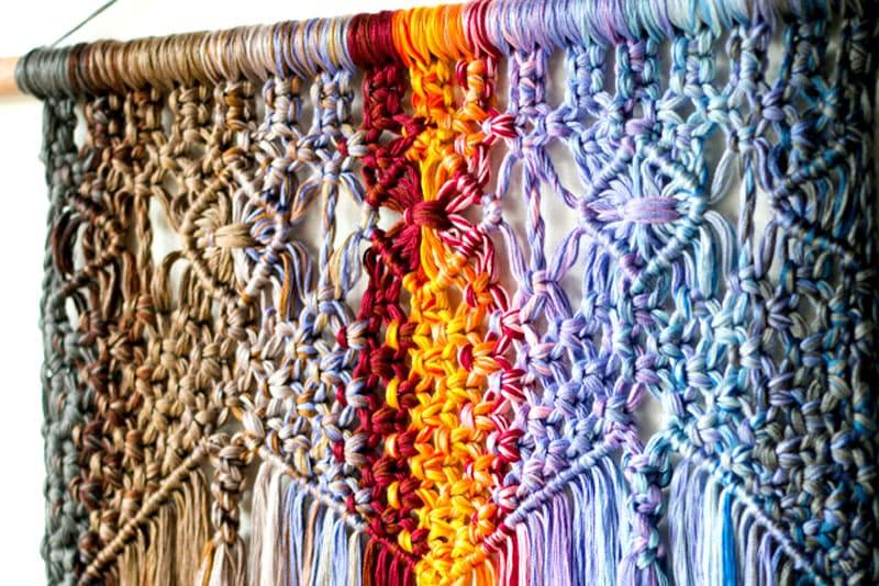 Чтобы изделие получилось красивым, нужно выбрать подходящие нитки