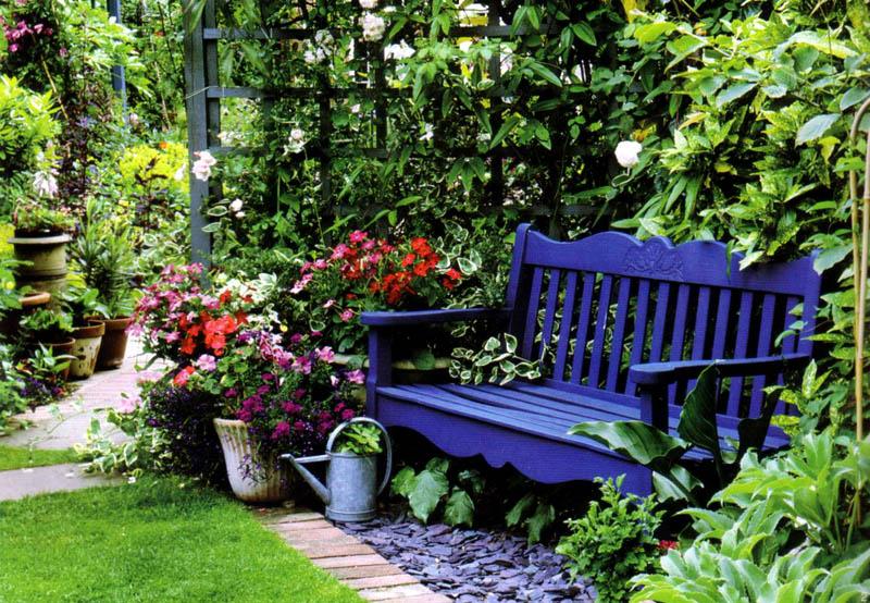 Скамья всегда была, есть и будет важной частью МАФ в садах