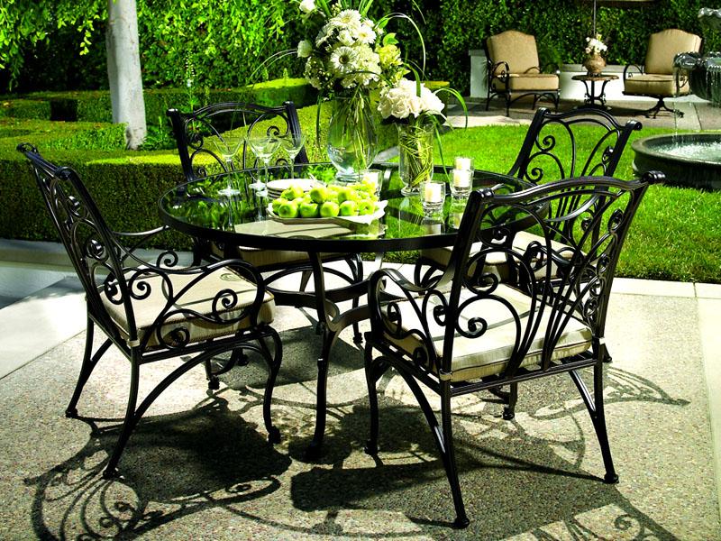 Кованая мебель становится достойным украшением и воплощением изысканности
