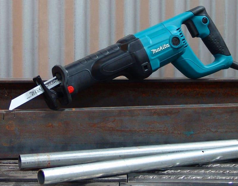 Электрические ножовки ускоряют процесс, снижают усталость, но стоят дороже и требуют источника электричества