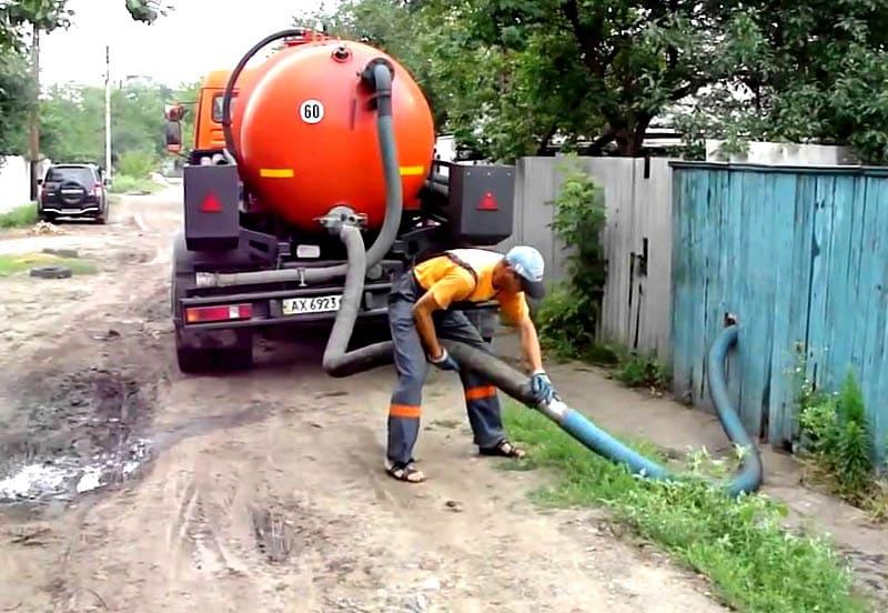 Таким способом происходит удаления жира, песка, ила и прочего мусора
