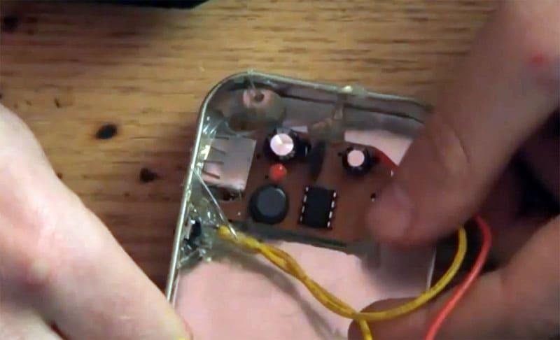 Все элементы, за исключением контактной платформы, крепятся внутри корпуса на термоклей