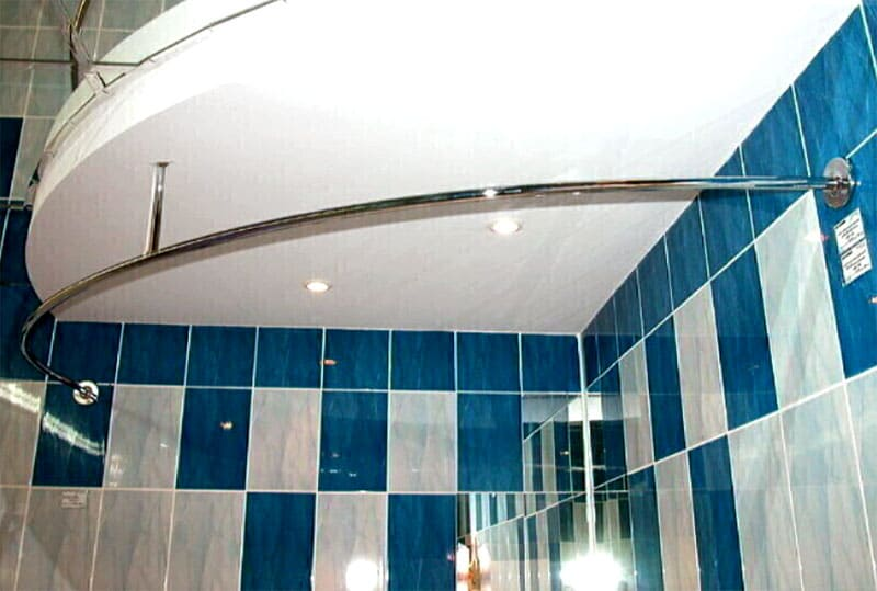 Полукруглая планка подходит для ванных округлых форм