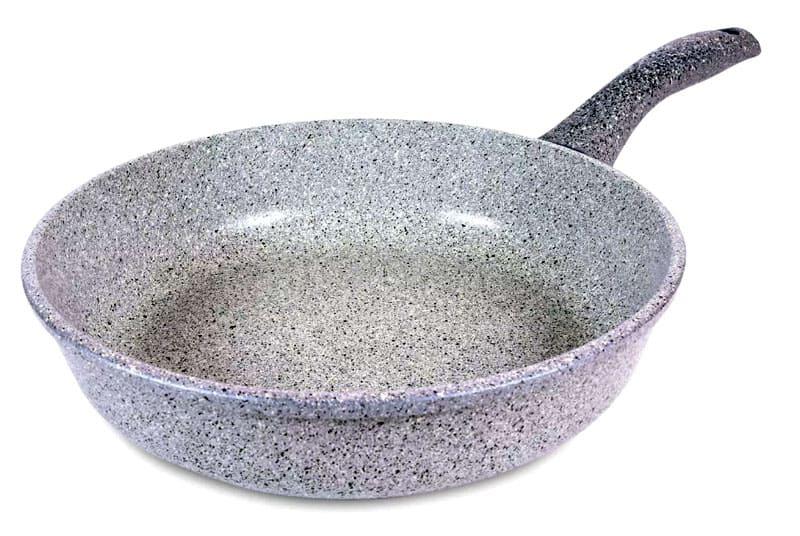 Посуда с покрытием из талькохлорита имеет большой вес