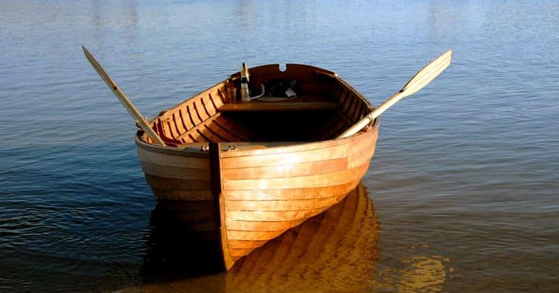 Подобный материал используется для строительства плавательных средств – лодок, а также для зданий, особенно, в регионах с повышенной влажностью