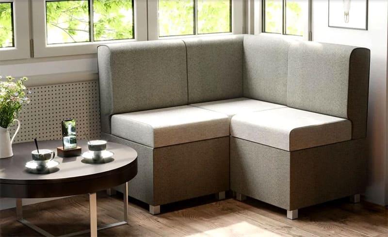 Для небольшой кухни прекрасный вариант – узкий модульный угловой диван