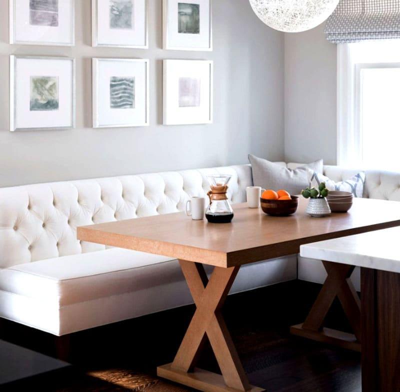 Белоснежный диван в скандинавском стиле