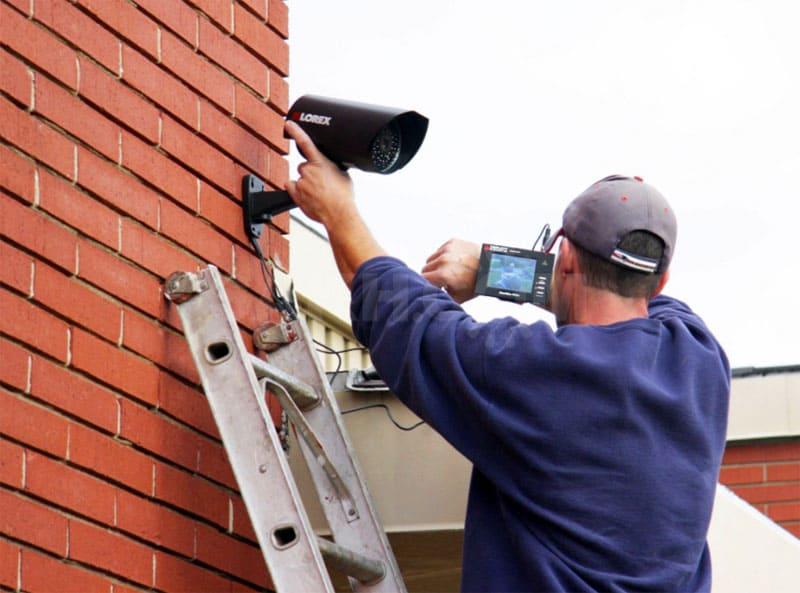 Наладка системы видеонаблюдения при помощи специального оборудования