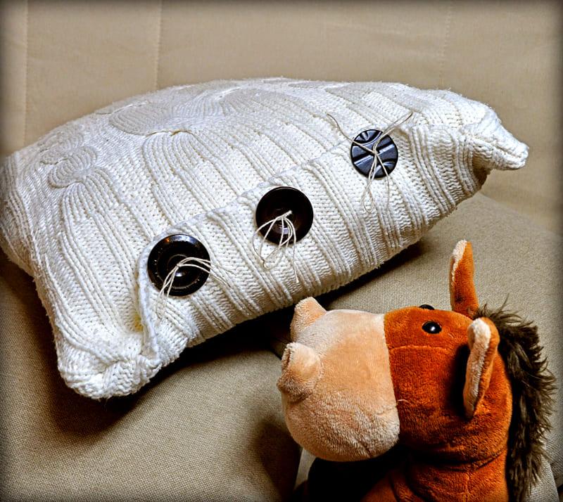 ФОТО: 4.bp.blogspot.com Стильный и мягкий аксессуар для вашего дивана – готов