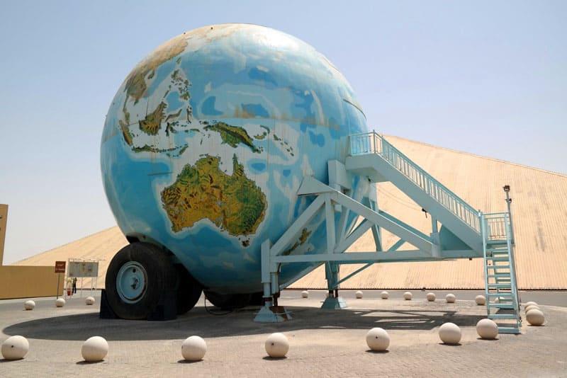 Дом в форме планеты Земли