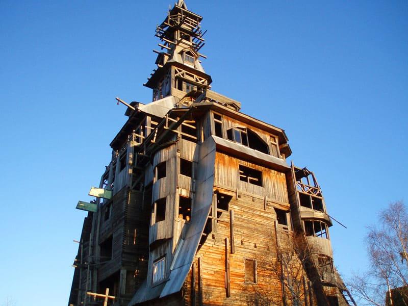 Памятник-призрак архитектуры, уже не существующий небоскрёб, построенный без гвоздей