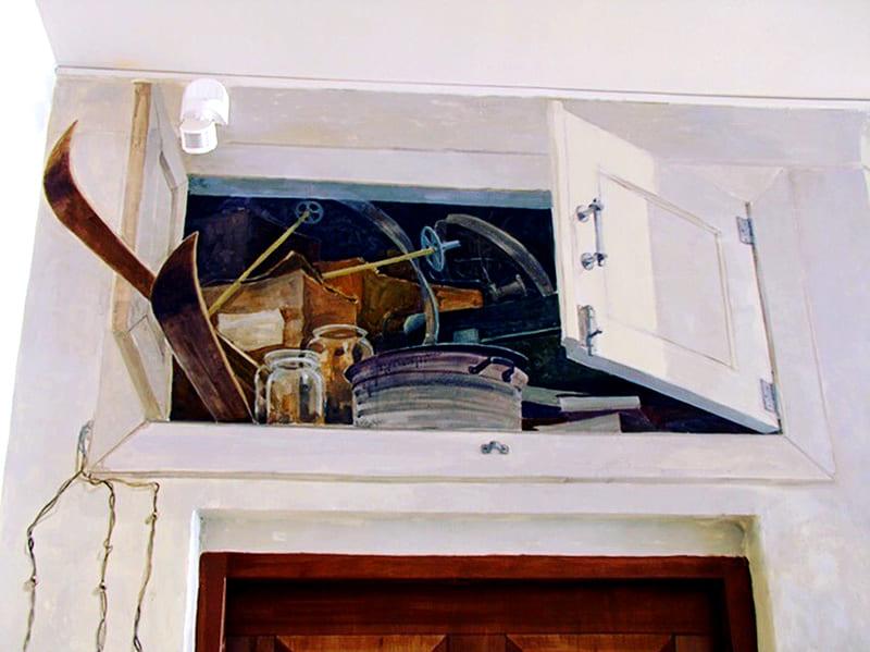 ФОТО: antresoli.su Антресоли – это одно из самых популярных мест складирования хлама
