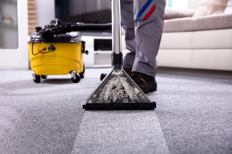 ФОТО: antkachev.ru Профессиональные службы очистят ковры намного эффективнее
