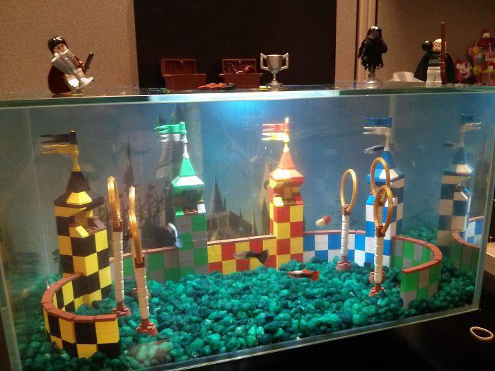 ФОТО: hopefortheanimals.files.wordpress.com Аквариум из Lego, сделанный в виде стадиона для квиддича