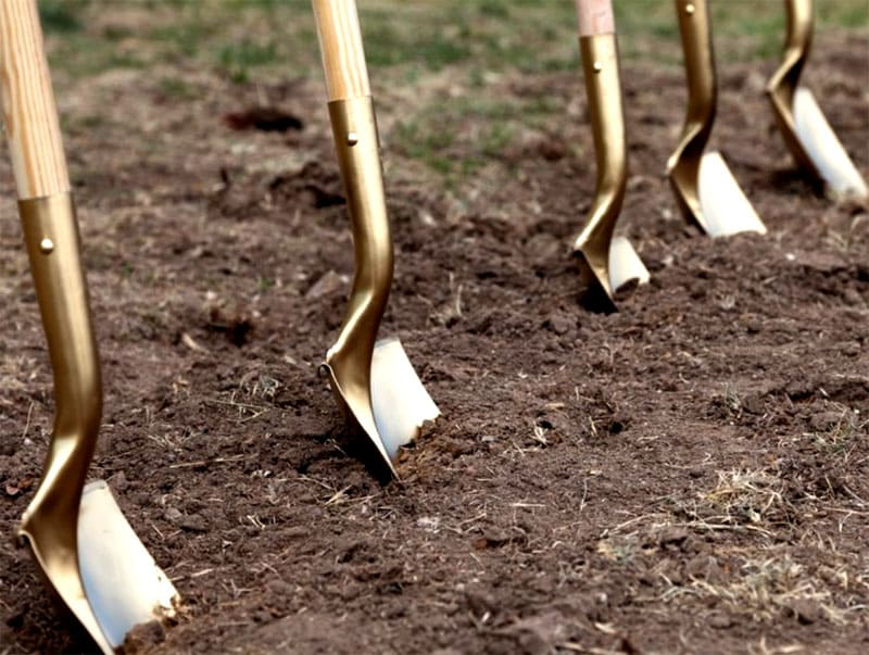 ФОТО: nastroy.net Если копать землю слишком глубоко, нарушится её естественное состояние и баланс микроорганизмов
