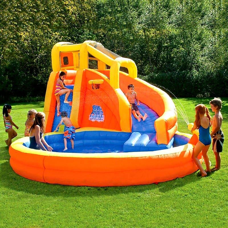 Для деток можно купить настоящий игровой центр в виде надувного бассейна из полиэтилена