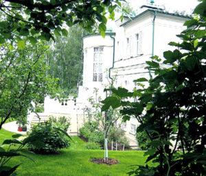Блеск софитов в столичной квартире и царский дворец Леонида Якубовича